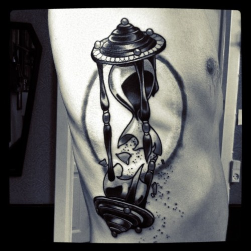 Broken hourglass tattoo  Important Meanings Behind the Hourglass Tattoo - Tattoos Win