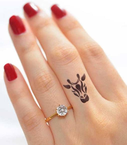 2a117ab69 31 Tattoos on Fingers With Interesting Meaning - Tattoos Win