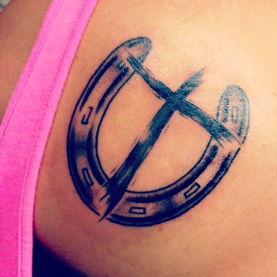36 Horseshoe Tattoos With Happy And Lucky Meanings Tattoos Win