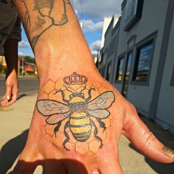 096f4525a 37 Honey Bee Tattoos With Mysterious Meanings - Tattoos Win