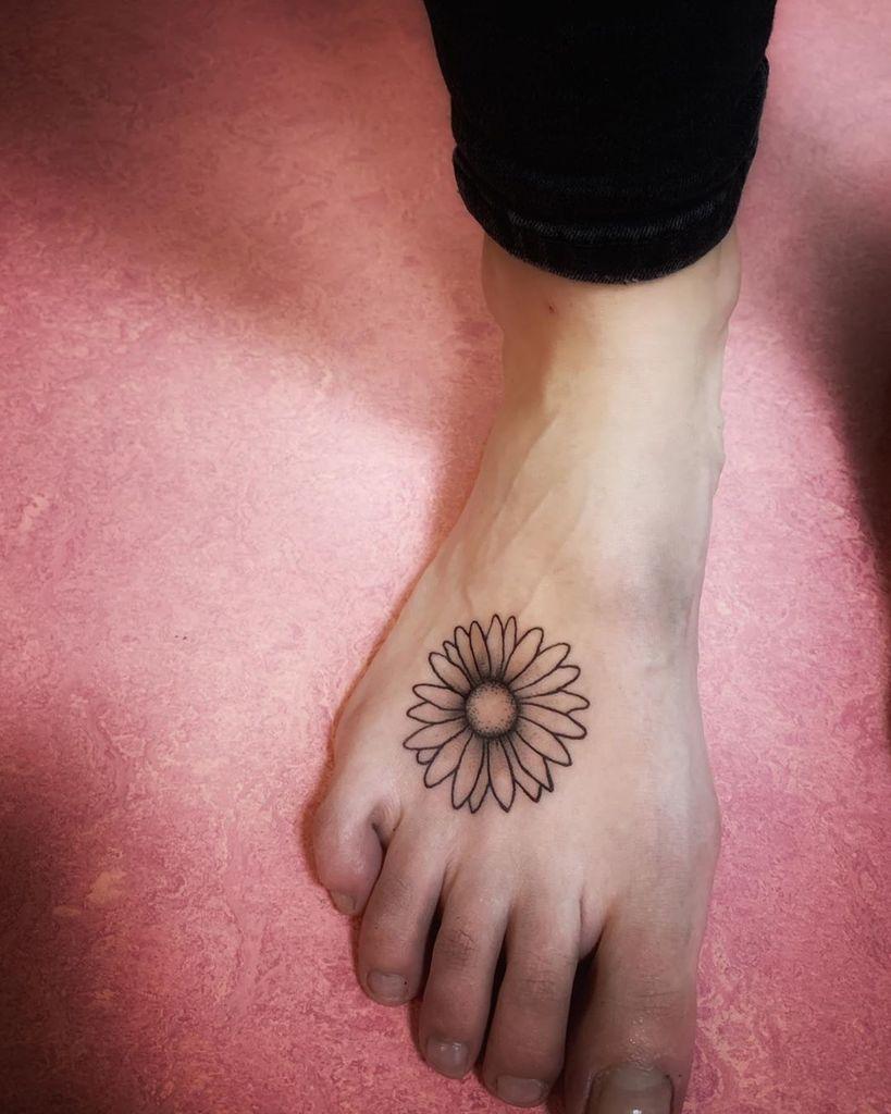 Bold Daisy Tattoo on foot