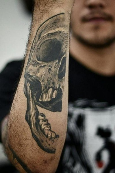 Tooth Tattoo with Skull